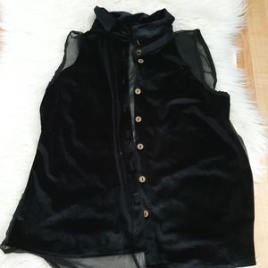 Sleeveless velvet black button up top